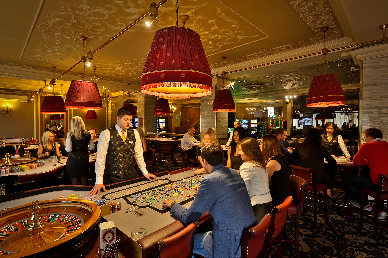 Работа в казино амбассадор интернет казино va-bank